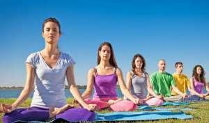 简单的瑜伽瘦身动作有哪些