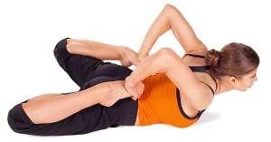 床上瑜伽动作轻松瘦腹部和背部