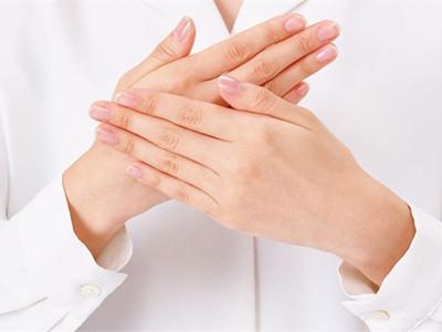手掌脱皮是怎么回事