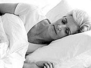 多吃哪些水果可以缓解中老年朋友失眠