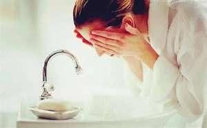 用冷水洗脸好吗