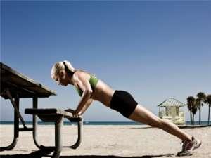 正确仰卧起坐姿势才能更好锻炼腹肌