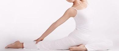 瘦腰瑜伽动作