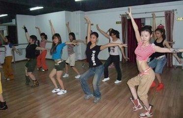 舞动瘦腿的动作